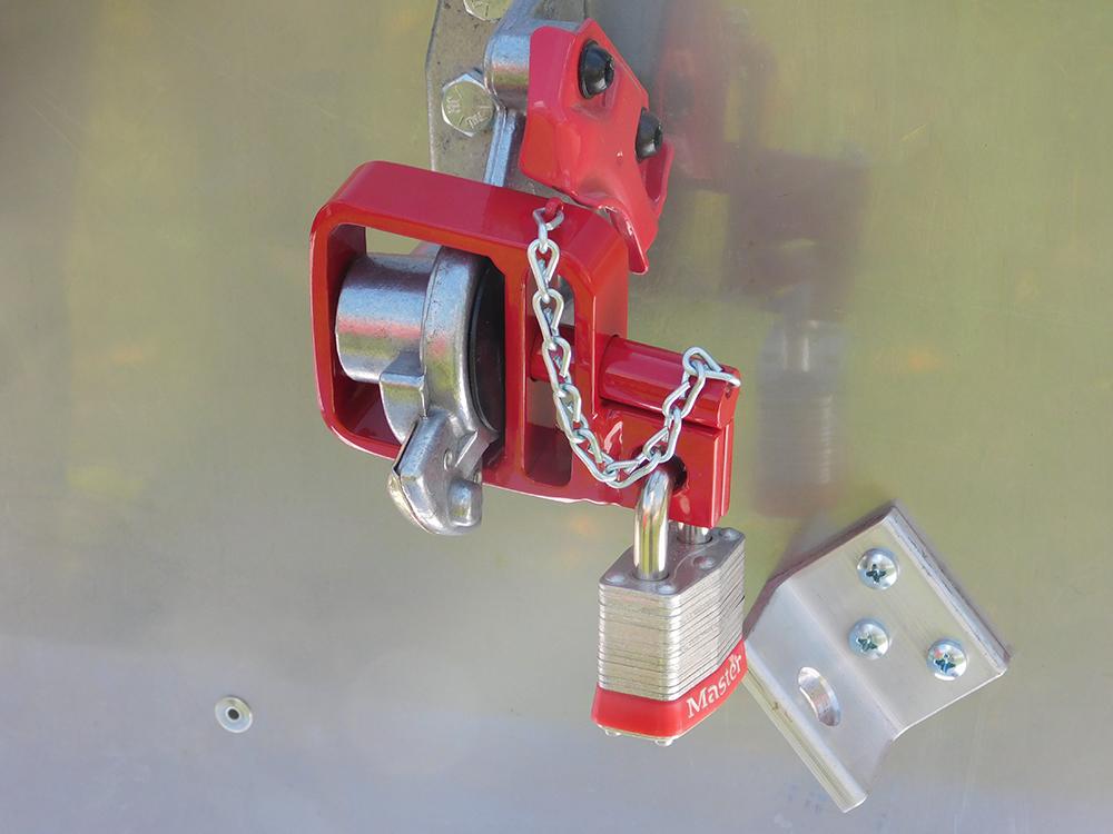 d lock glad hand lock with chain devere enterprises glad hand lock store. Black Bedroom Furniture Sets. Home Design Ideas